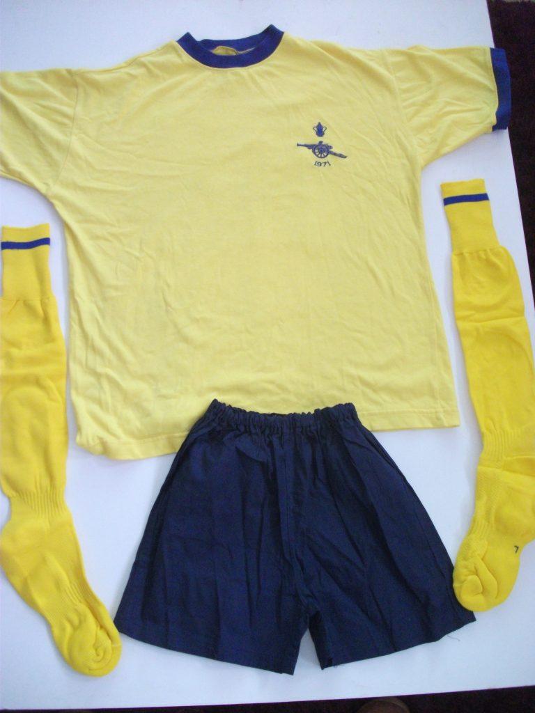 Replica Arsenal FA Cup Final 1971 football kit1